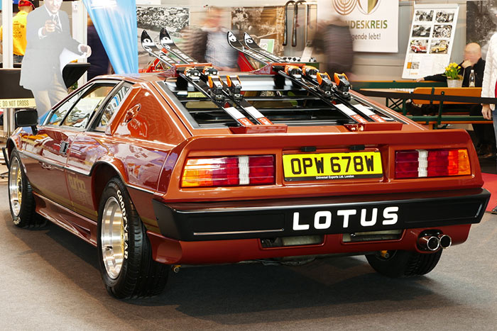 classic days bond lotus 01